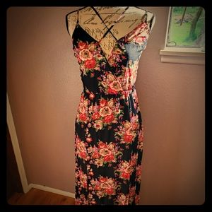 *NWT* Adjustable Strappy Floral Maxi Dress
